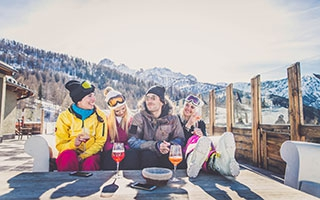 Skifahren und Einkehrschwung
