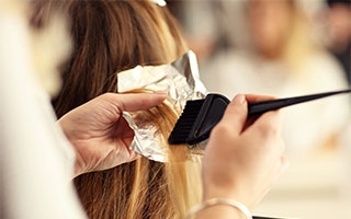 Haarefärben das Krebsrisiko