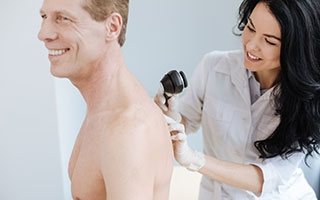 Kostenlos aber nicht umsonst: Screening zur Hautkrebs-Früherkennung