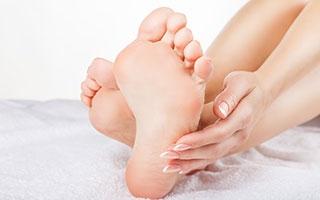 Betrifft Diabetes: Die Pflege der Füße liegt uns am Herzen