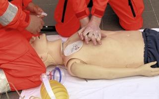 Den Erste-Hilfe-Kurs regelmäßig auffrischen