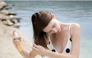 Haare im Sommer pflegen und schützen