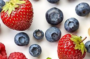 Erdbeeren und Blaubeeren sind gesund für das Herz