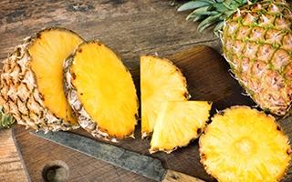 Ananas ist reich an Niacin und L-Tryptophan